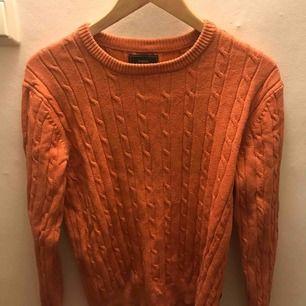 En tröja i storlek M från boomerang. Nypris 999kr Knappt använd, tröjan har för mestadels legat i garderoben.  Priset går att diskutera. Köparen står för frakten.