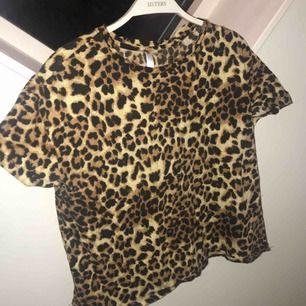 Leopard tisha feeett bekväm
