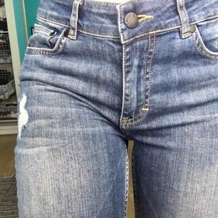 5-ficks jeans från Twist & Tango. Färgen gör sig mest rättvis på första bilden. Aldrig använda, nypriset är 900 så typ en fjärdedel av nypriset, fynda!! Kan mötas upp i Stockholm eller skicka mot fraktkostnad (55:-)