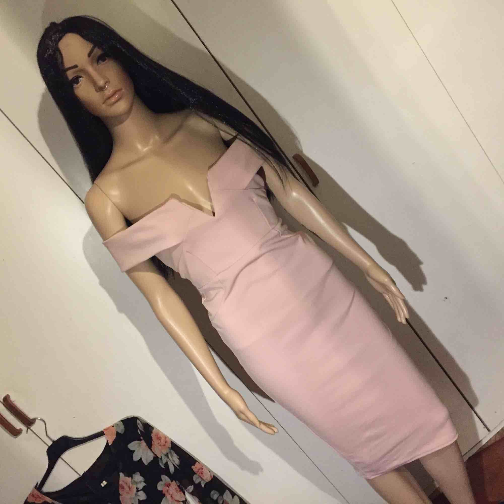 världens finaste puderrosa klänning 🤩. Klänningar.