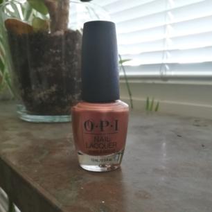 Fint nagellack från OPI, endast använt en gång! Säljes pga för många nagellack som bara står och dammar. Frakt på 35kr tillkommer, kan annars mötas upp i stockholm.