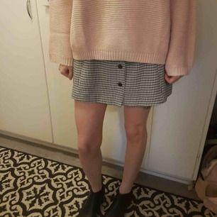 Minikjol från Monki, mycket bra skick! Storlek 38