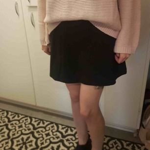 Svart kjol storlek M
