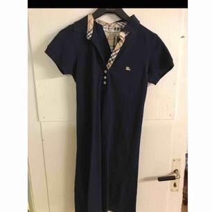 Burberry tshirt dress Köpt second hand. Bra skick