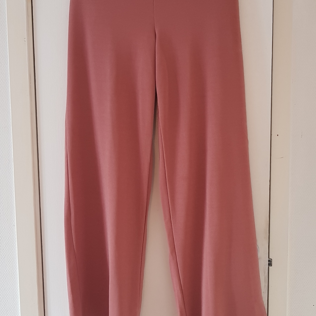 Gammal Rosa kostym byxor med hög midja S M, använd endast 2gg Köparen står för frakten Endast Swich betalning eller kontant betalning.,. Jeans & Byxor.