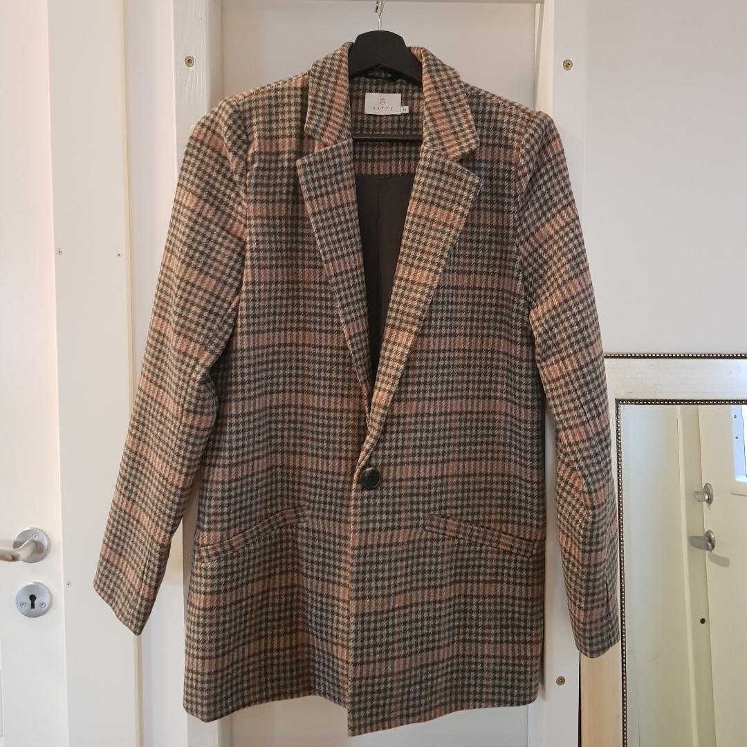KAFFE coloured houndstooth blazer/jacket Condition: Excellent, never used Size: 36  Can send via post or meet up in Uppsala . Kostymer.