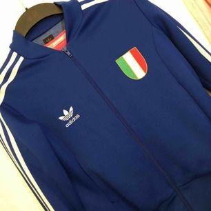 Adidas tröja använd max 3 gånger, orginal!