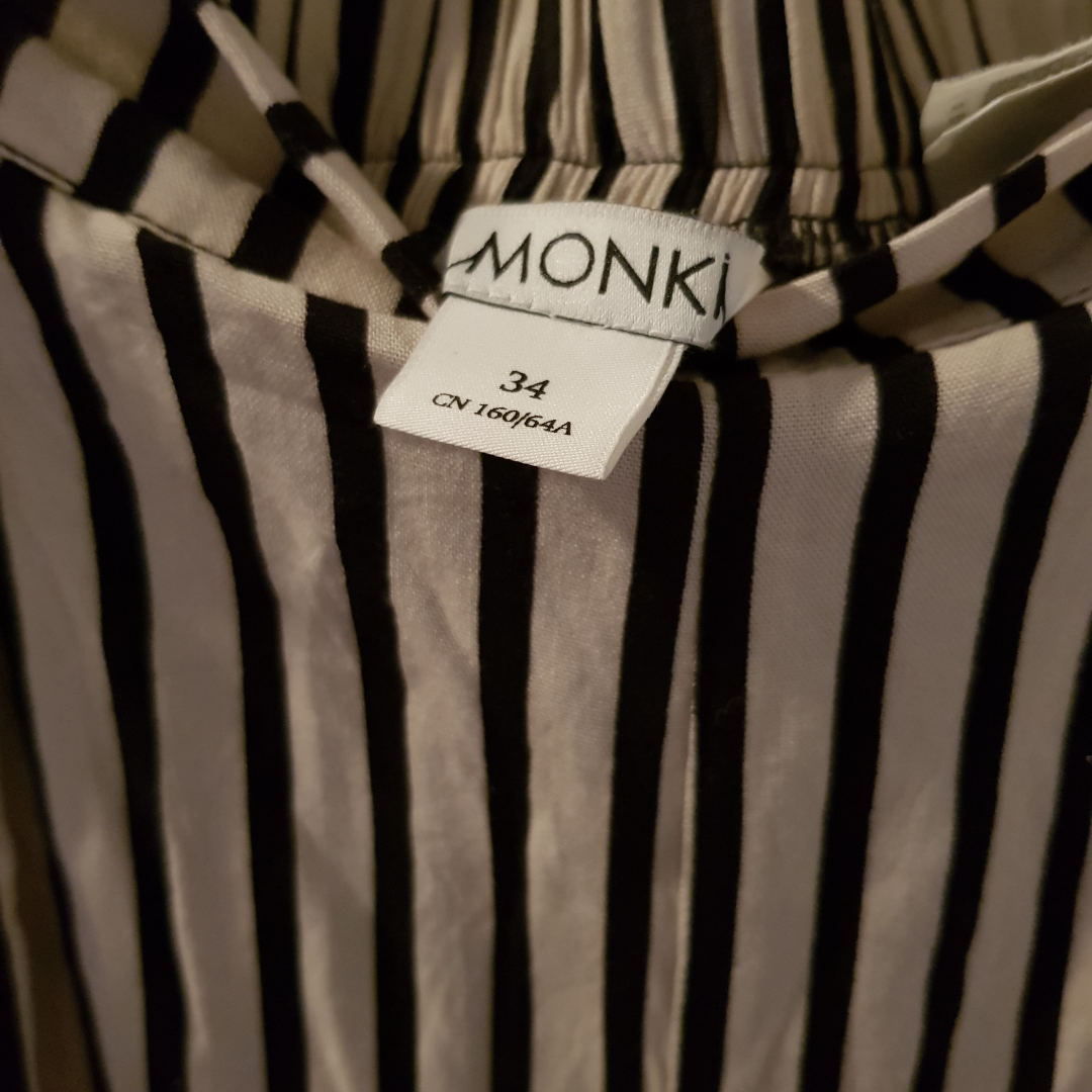 Monki beige black and white stripe loose pants Condition: Excellent, worn only a few times Size: 34  Can send via post or meet up in Uppsala . Jeans & Byxor.