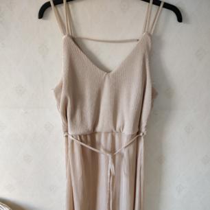Ny klänning I strl L