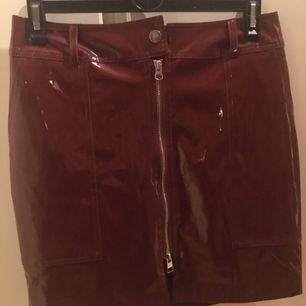 Lack kjol från Rebecca Stella. Stl M.