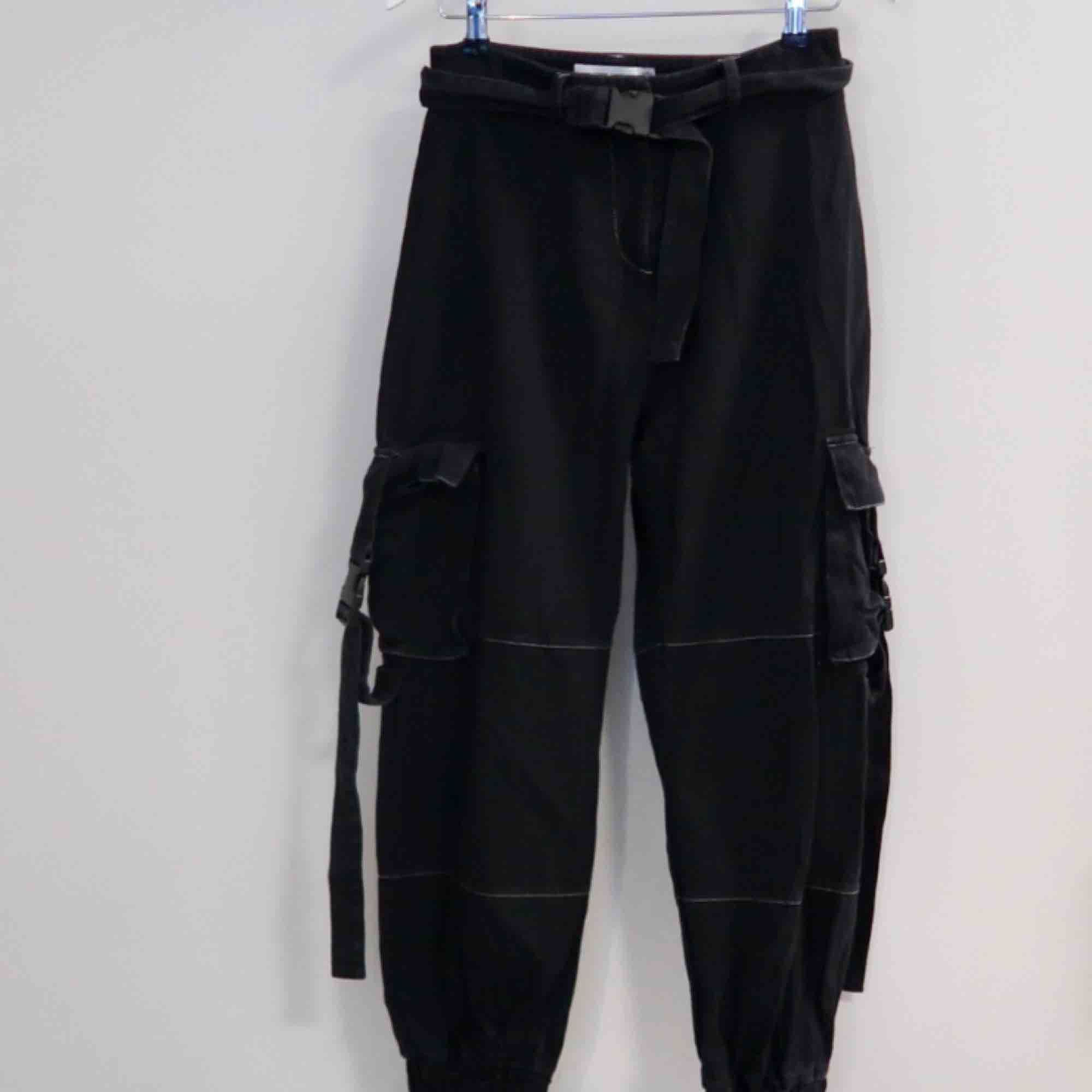 Feta byxor från Fanny Lyckman X Missguided kollektionen. Använda men i bra skick!!!. Jeans & Byxor.