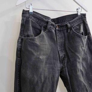 Secondhand Jeans i storlek W32 L32  (Passar mig som har storlek 38-40)