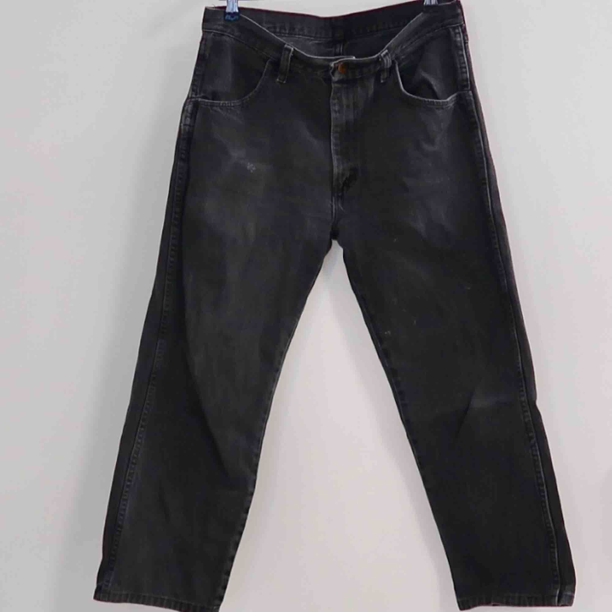 Secondhand Jeans i storlek W32 L32  (Passar mig som har storlek 38-40). Jeans & Byxor.