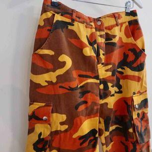 Coola Cargo Byxor i orange Camo mönster!  Köpta på missguided o knappt använda