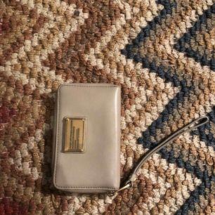 Marc by Marc jacobs Plånbok med mobil ficka