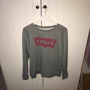 ÄKTA En helt ny Levi's tröja Köpt på Levi's INGA fläckar Står ej för priset på frakten