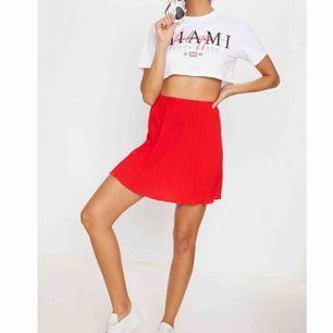 Fin röd kjol! Helt ny och aldrig använd❤️❤️