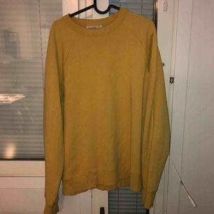 senapsgul sweatshirt från weekday. finns i gbg eller kan skickas:)
