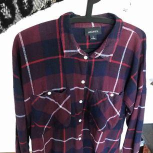 Flanellskjorta i längre modell, jättefin och knappast använd ✨
