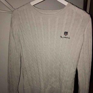 Kabelstickad bondelid tröja, använd ca 3 gånger