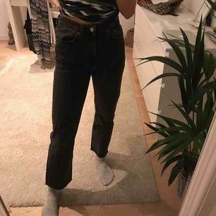 svarta mom jeans från weekday, aldrig använda, pris + frakt;)