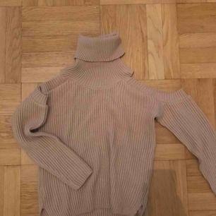 Aldrig använd beige stickad tröja från Missguided. Prislapp kvar! Frakt: 79kr🎈💌