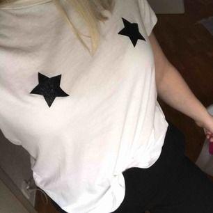T-shirt från Gina. Bra skick! Samfaktar gärna, kolla in mina andra plagg! :)