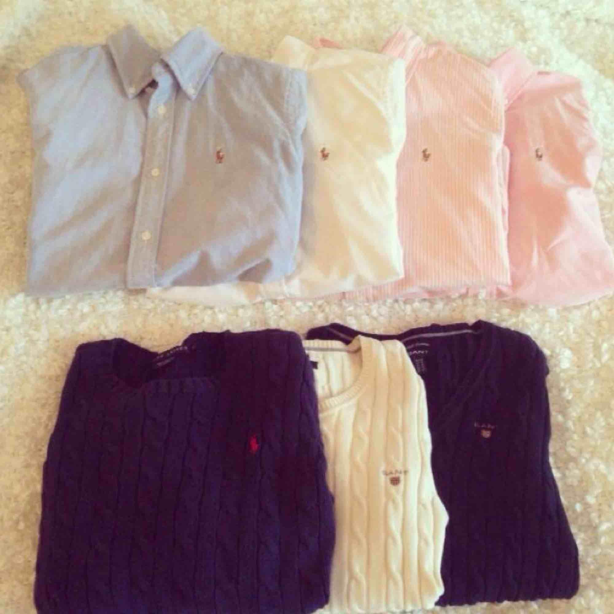 4 stycken Ralph lauren skjortor i storlek s säljes då de tyvärr inte passar mig längre. KnPpt använda så de är i mycket fint skick, 400kr styck eller alla 4 för 1500kr. Köparen står för frakten! . Skjortor.