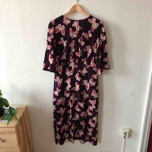 Fin klänning från Mango. Aldrig använd
