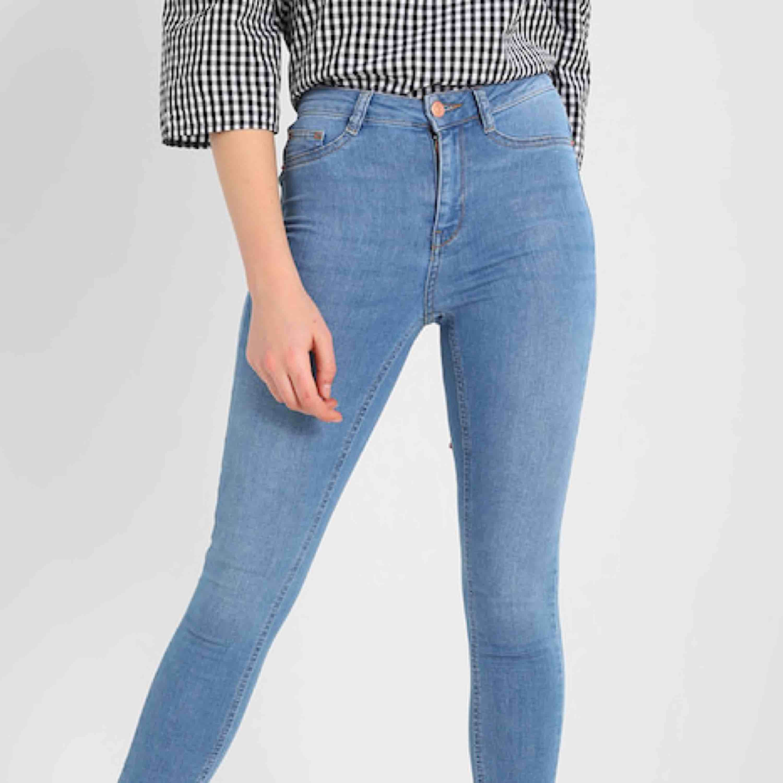 Två par jeans från Gina Tricot - Gina Tricot Jeans   Byxor - Second Hand 63a8e1e73656b