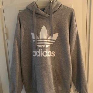Säljer min gråa Adidas tröja i storlek 38. Använd fåtal gånger. Kan mötas upp i Malmö, eller köpare står för frakt👍🏻