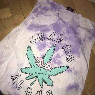Tiedye-tröja från Goodbyebread, knappt använd. Postar eller möts i stockholm!