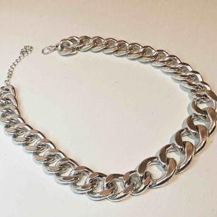 Bred silver och guldkedja. 100kr styck. Super snyggt och trendigt.