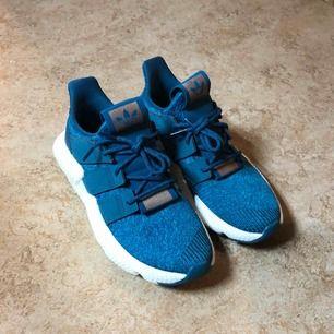 Oanvända Adidas Originals W Prophere. Hämtas upp i Sköndal eller fraktas mot betalning.