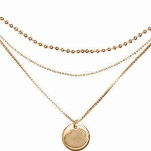 3 radigt halsband från H&M, frakt ingår i priset.