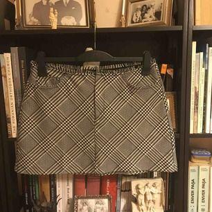 En kjol från Zara, aldrig använd.