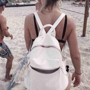 Jättefin ryggsäck, kommer ej ihåg vart den är köpt tyvärr men i väldigt fint skick!! Gratis frakt vid snabb affär 💞