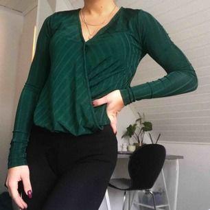 Fin omlott blus från Gina Tricot, använd 1 gång 🌱 köparen står för frakt!