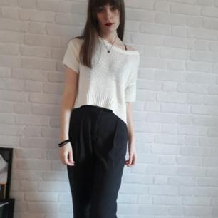 Jättefin vit stickad tröja från H&M.  Kan mötas upp i Stockholm. 50 kr+eventuell frakt. Swish.