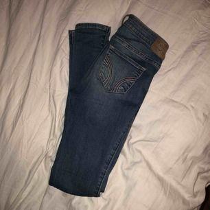 Jättefina hollister jeans men säljer pga lite användning. Jätte bra skick och snygga