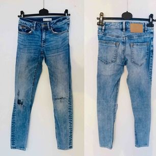 Odd Molly jeans med slitningar. Köparen står för frakten!