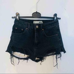Svarta jeansshorts från Topshop. Använda. Köparen står för frakten!