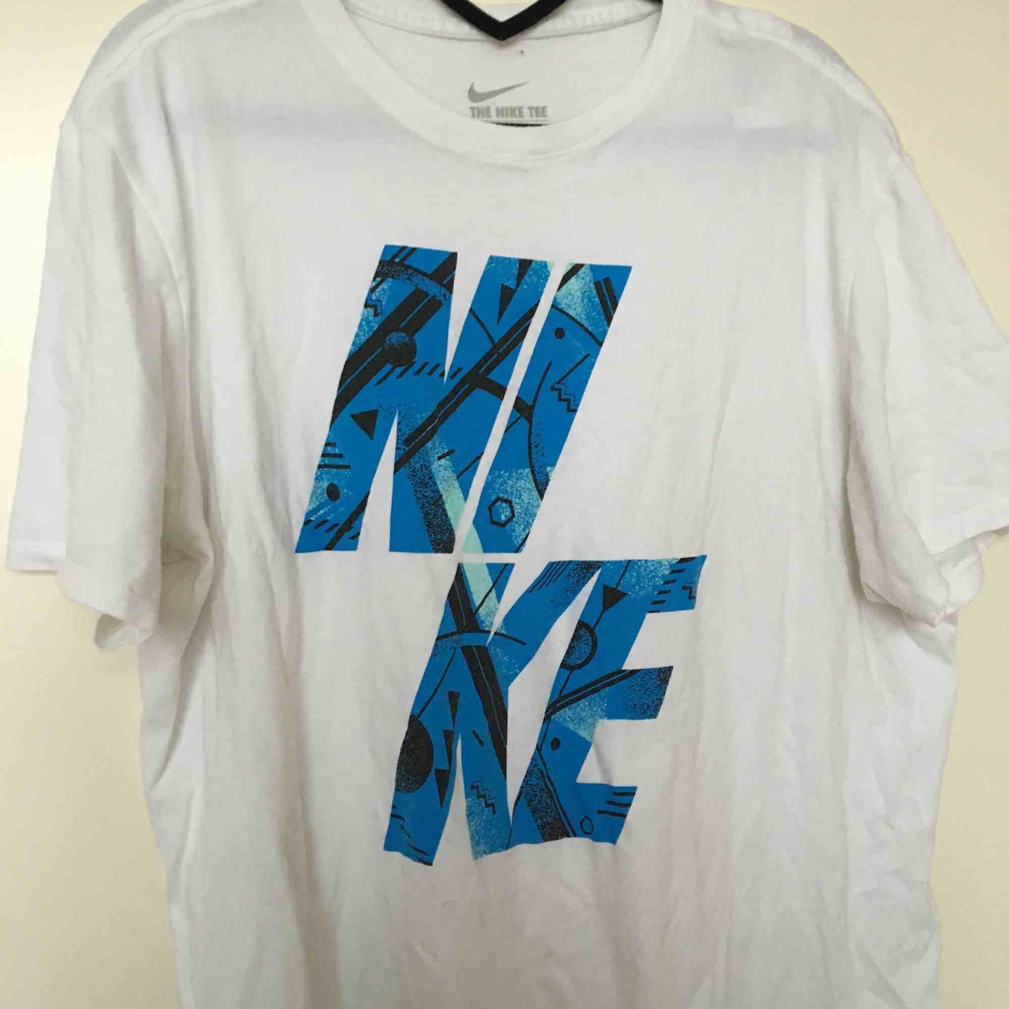 Nike tröja med 80tals stuk. T-shirts.