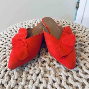Slip in skor från PIECES. Använda ett fåtal gånger! Köparen står för frakten!:)