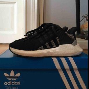 Adidas EQT Support. Skönaste skorna som nästan aldrig har använts! Passar till träning och vardag. Skorna är hela och rena och har knappt någon smuts under sulan. Inköpta för 1800 kr. Pris kan diskuteras vid snabb affär.