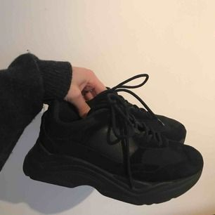 Svarta sneakers från topshop i storlek 37
