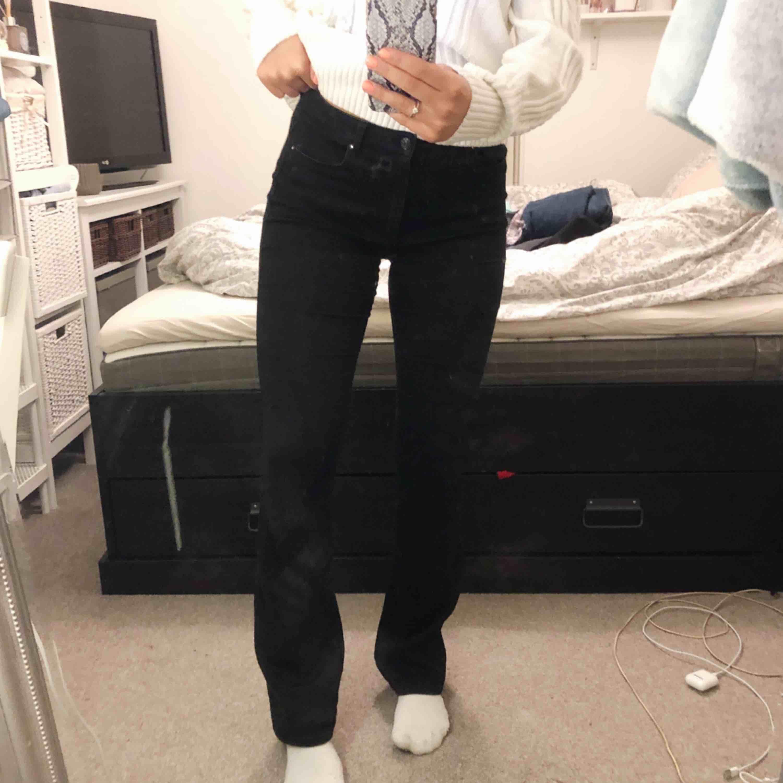 Bootcut jeans från only i stl L/34. Dåliga bilder men jeansen är i fint skick! 90kr + 40kr frakt via swish.. Jeans & Byxor.
