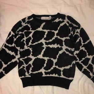 Riktigt cool tröja köpt från Beyond Retro