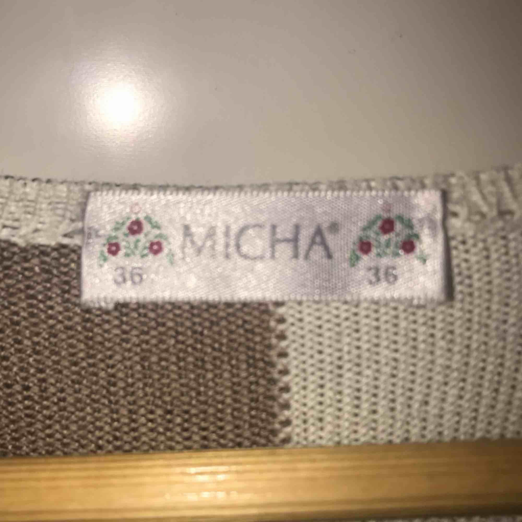 Härlig stickad tröja från Micha, knappt använd. Är i ett skönt och svalt material. Köpare står för frakt . Stickat.