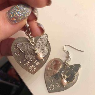 Fina örhängen från guldfynd (?), dock ej silver
